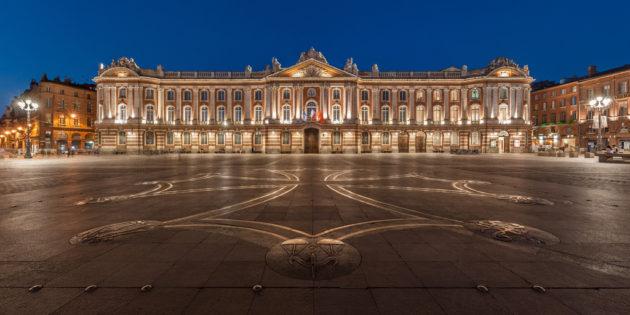 Toulouse, ville rose, et sa belle place du capitole