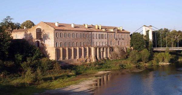 Abbaye de Belleperche en bord de Garonne et son musée des arts de la table