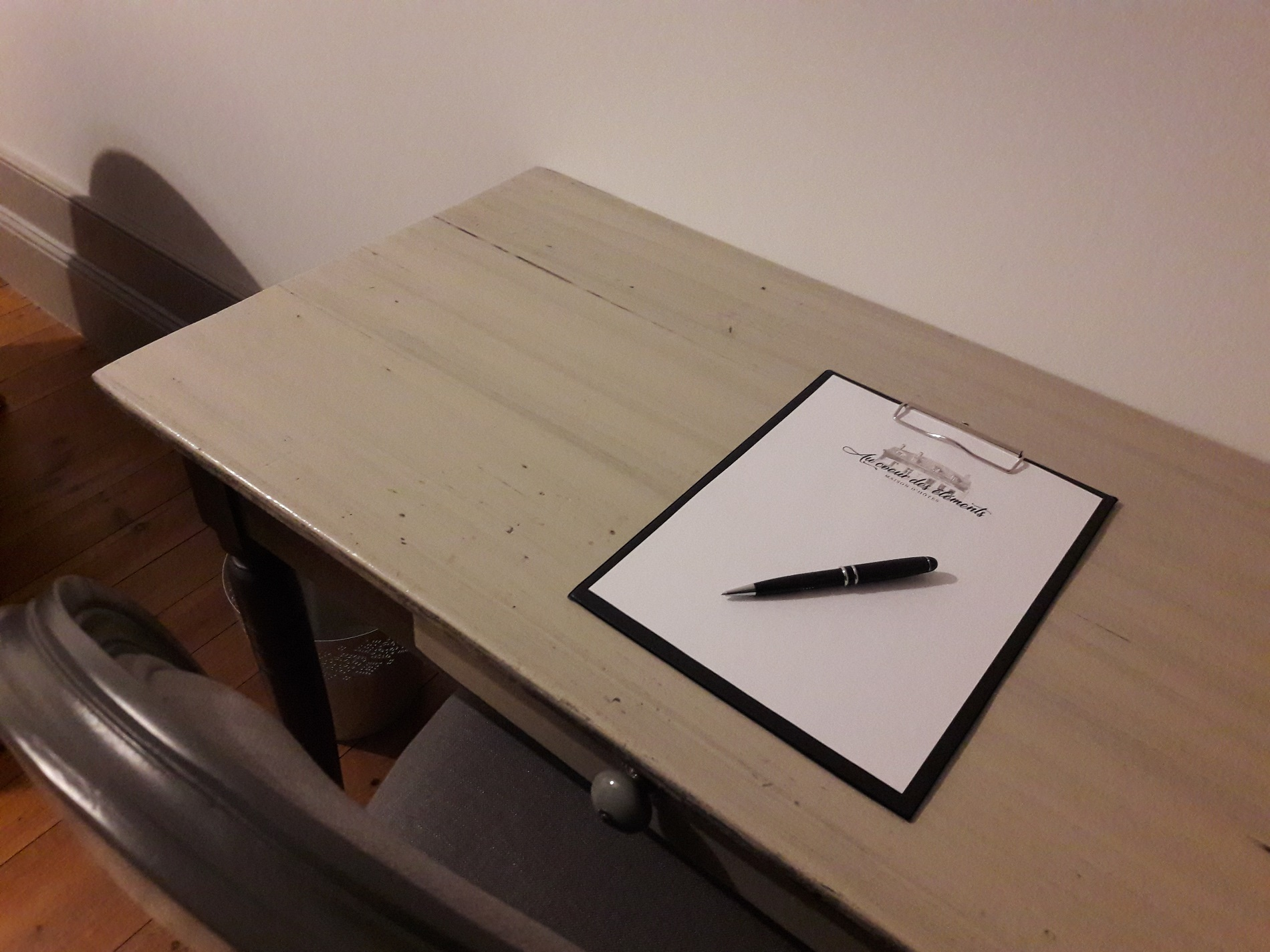 Desk with paper and pen for business use