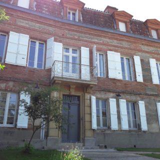 Maison bourgeoise en briques typique de la région de Toulouse