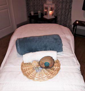 Table de massage détente avec une belle décoration bleue
