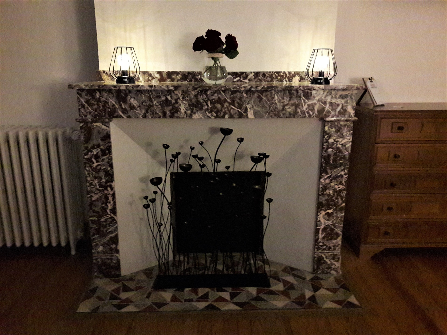 Lovely marble fireplace with an elegant and romantic decoration