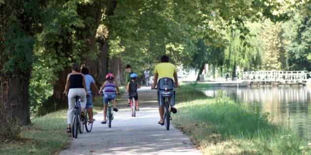 Vélo voie verte située en bordure du canal des 2 mers