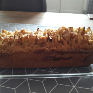 Homemade cake with Tarn et Garonne apples