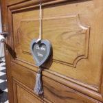 Belle porte en bois d'origine de la chambre Terre au rez-de-chaussée de la maison