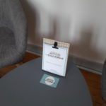 Des informations sur la maison d'hôtes au coeur des éléments se trouvent dans le coin salon